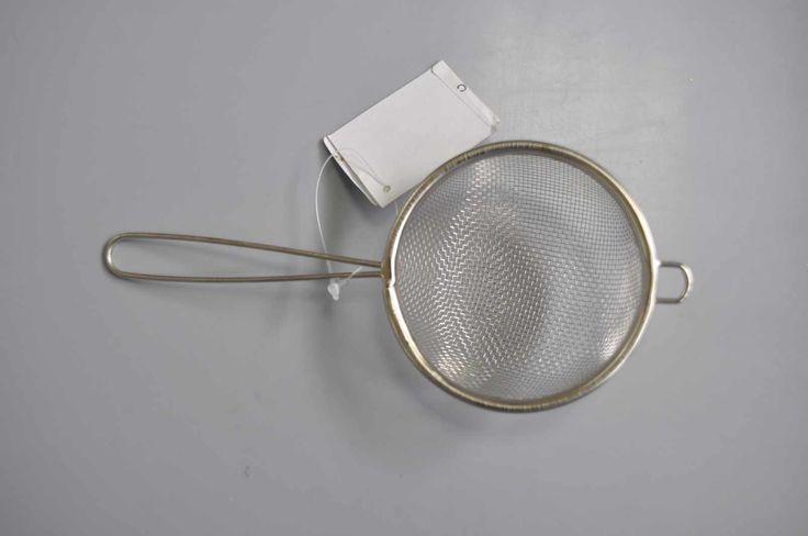 Strecuratoare cafea/ceai cu coada. Material: metal, d=8,5cm. art.-nr: 00603. Lei 4.-