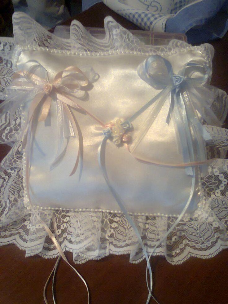 Almohadilla para los anillos,en raso puntillas y cintas