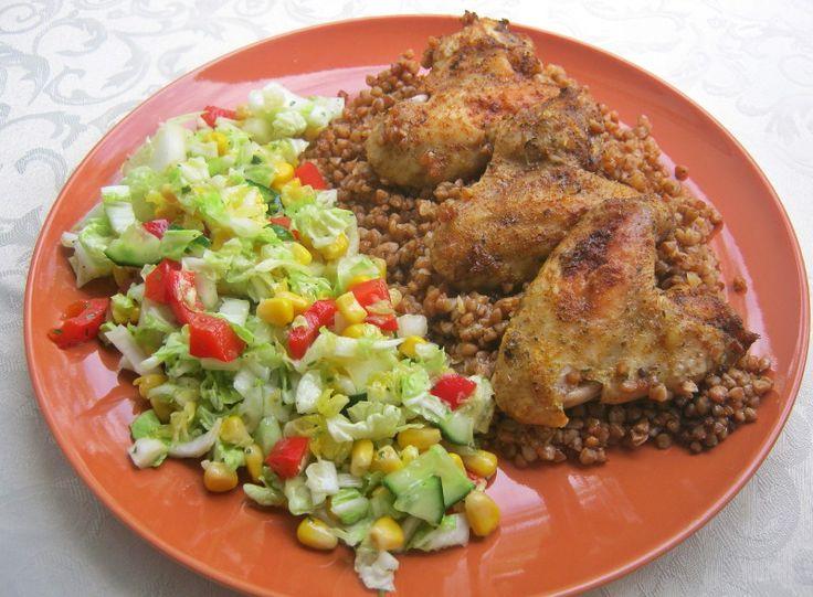 Куриные крылья с гречкой в духовке