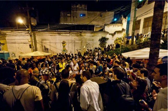 Toda sexta, acontece a roda de samba do grupo Samba de Lei. A próxima edição é dedicada às mulheres