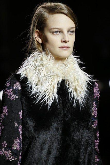 Dries Van Noten : Messy fur collar