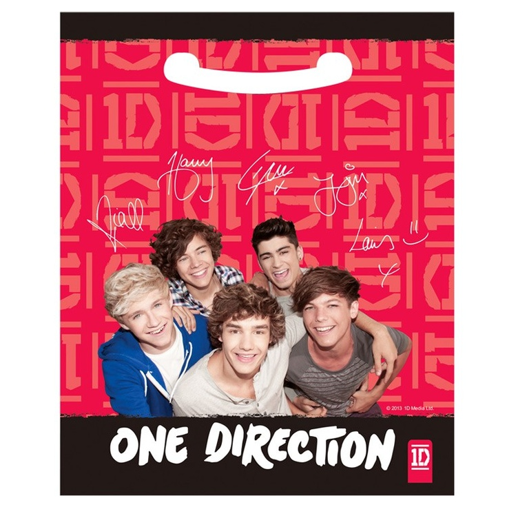 One Direction Party Plastic Lootbags with the world famous One Direction british pop boy band. Part of our fantastic childrens party supplies range they are ideal for your childrens One Direction themed birthday party celebration.