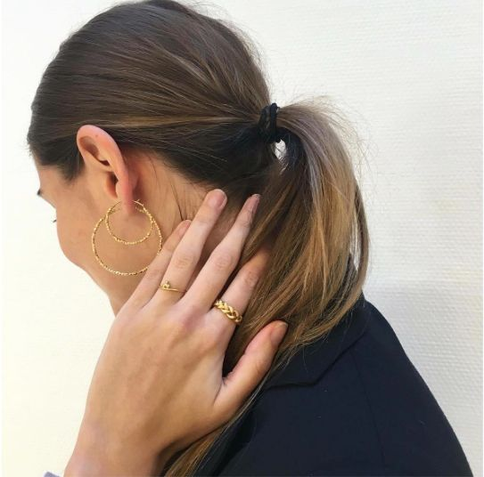 Try something new and wear our small and big creoles at the same time ✨⭐️ #hoops #janekoenig #janekønig #jewelry