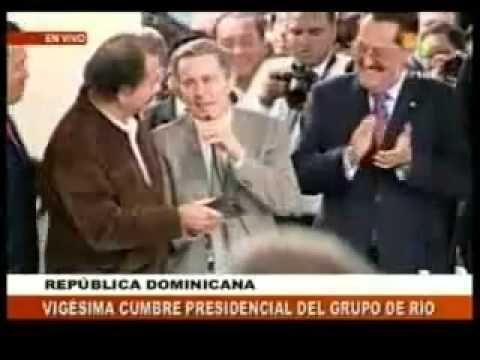 En la Cumbre Presidencial del Grupo de Rio en República Dominicana celebrada el 7 de marzo de 2008. Apartir del minuto 2:20 del video, el por entonces Presidente de Colombia Álvaro Uribe se comprometió ante el Presidente de Nicaragua Daniel Ortega y ante los Presidentes asistentes a la Cumbre, que Colombia respetará el fallo del Tribunal de la H...