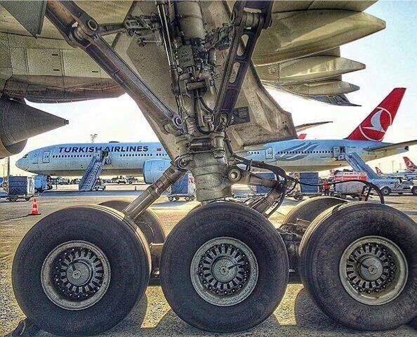 Boeing 777 gear                                                                                                                                                                                 Mais