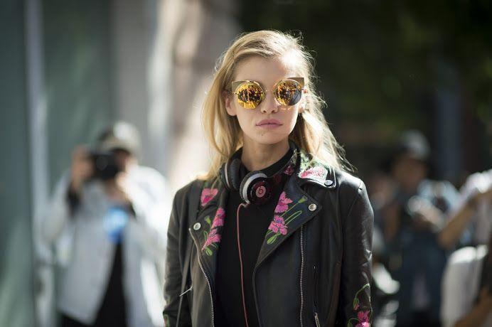 Sezonu açtık! Güneşi gören gözlükler ısınma turunda.  Stil ilhamı için >> http://vogue.com.tr/sokak-stili/gunesi-goren-gozlukler-sokaktan-en-yeni-7-model#p=1 ♥♥♥