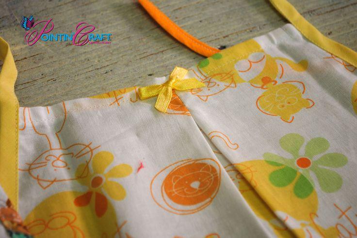 http://www.pointincraft.eu/it/323-ricamo-bimbi #pointincraft #pointincrea #giallo #yellow #arancione #orange #green #verde #bianco #white #fiocco #gatto #cat #stoffa #grembiule #hobby #creazioni #progetti #bimbi #bambini