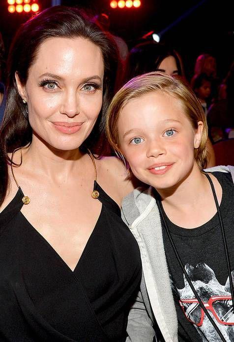 Jolie dan Shiloh tertangkap belanja kamera | PT Solid Gold Berjangka Cabang Palembang Sumber tersebut juga menambahkan jika Shiloh sangat senang karena mendapat hadiah kamera baru dari Jolie. Ia benar-benar seorang gadis yang penurut dan mau mendengarkan apa yang disampaikan oleh ibunya. Setelah…