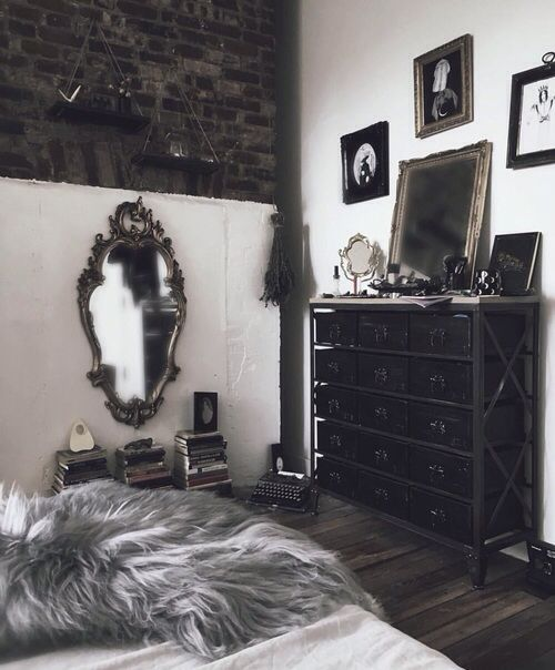 Goth Bedroom Minimalist Design Best 25 Vintage Gothic Decor Ideas On Pinterest  Gothic Interior .