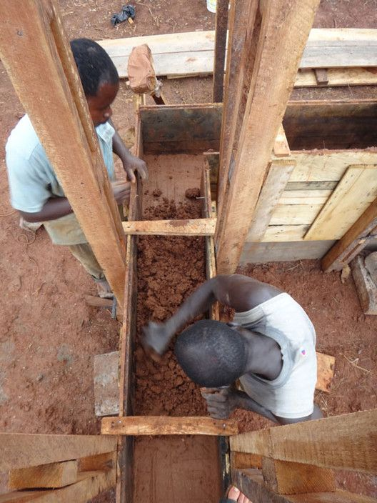 How to Re-Invent the African Mud Hut,Courtesy of Nka Foundation