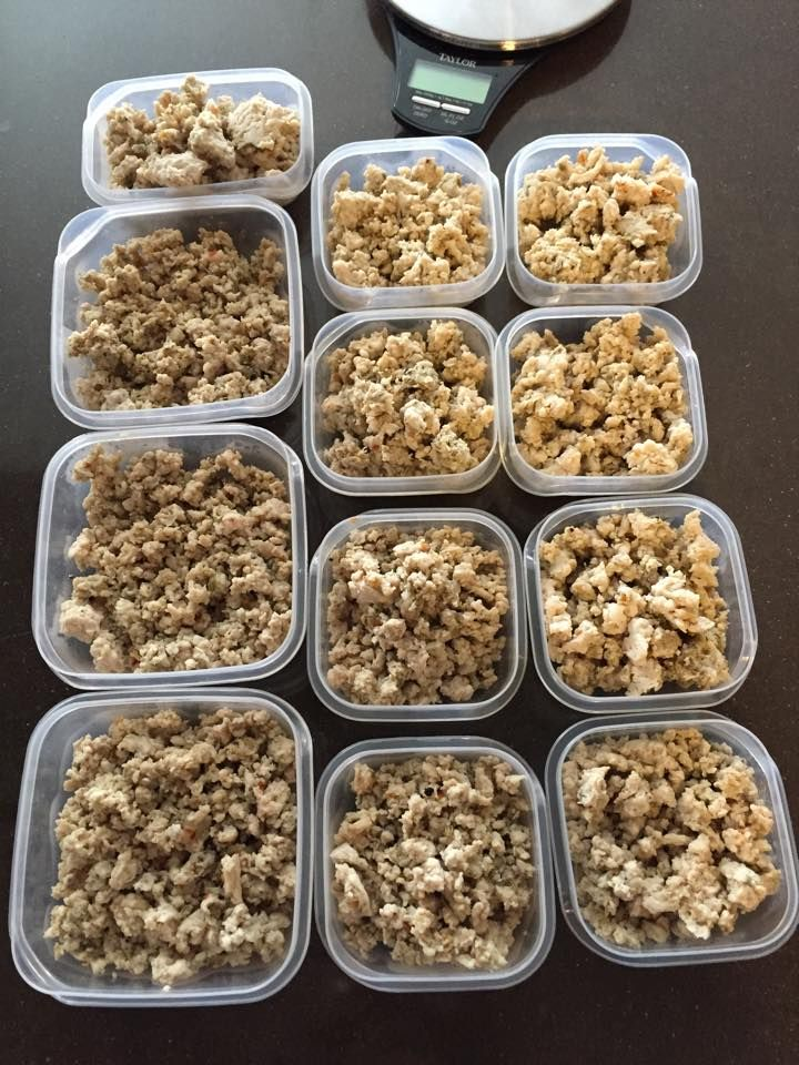 1 lb. 99% lean ground turkey (you can use 97% but will have to eat less) 1/2 tsp garlic powder 1/2 tsp fresh ground pepper 1 tsp ground sage 1 tsp fennel seed