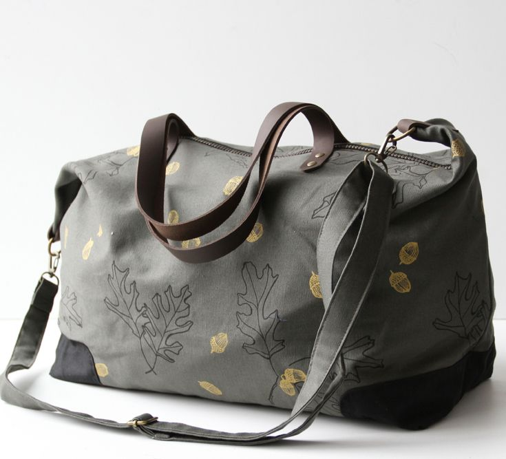 The Weekender is the perfect size for weekend getaways It s nice and roomy on the inside with a small inner pocket and also has the option of two leather straps or a long adjustable cross-body shoulder strap Hand screen printed with metallic gold acorns and black leaves using water based pigment on