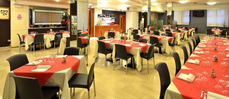 Sala da pranzo del ristorante pizzeria dell'Hotel Oasi di Conselve