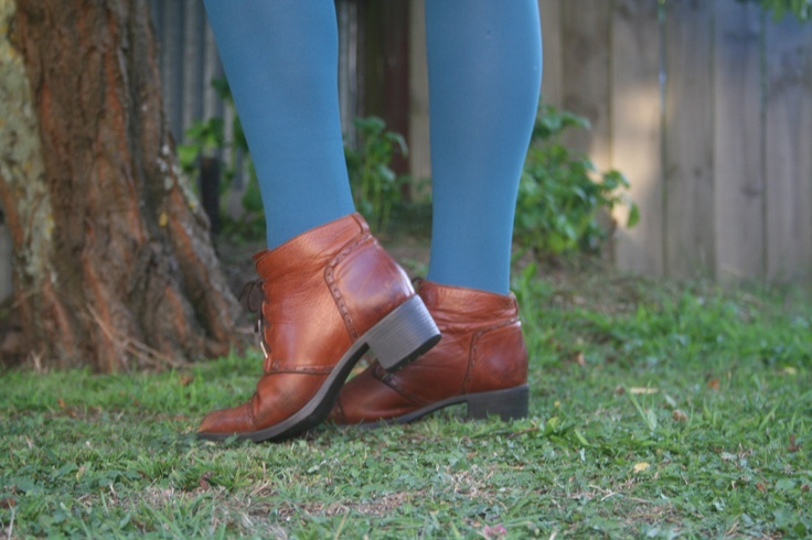 Love boots and blue tights