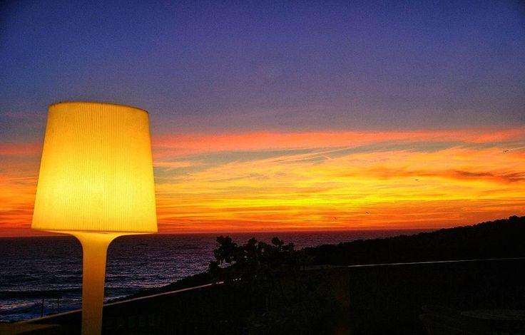 Pues como ayer puse una farola hoy voy a poner esta lámpara con el atardecer en las Rias Baixas Esta foto está tomada desde la terraza de el @talasoatlantico . Un hotel Spa con centro de talasoterapia al que yo os recomiendo ir. #tropoSunset #sunset #lamp #orange #GaliciaCalidade #estaes_galicia #galiciaMola #Vigo #riasBaixas #ocean #sea #beach #hotel#vscohub #vscocam #vscogrid #vscogood #vsco#humonegrophoto #photoshoot #love #life #instagood #photooftheday #latergram #instatrip #travelgram…