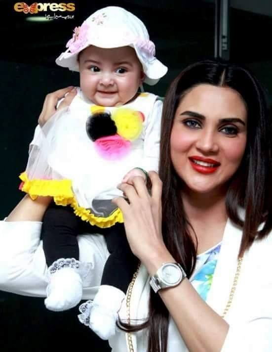 Fiza Ali with daughter.