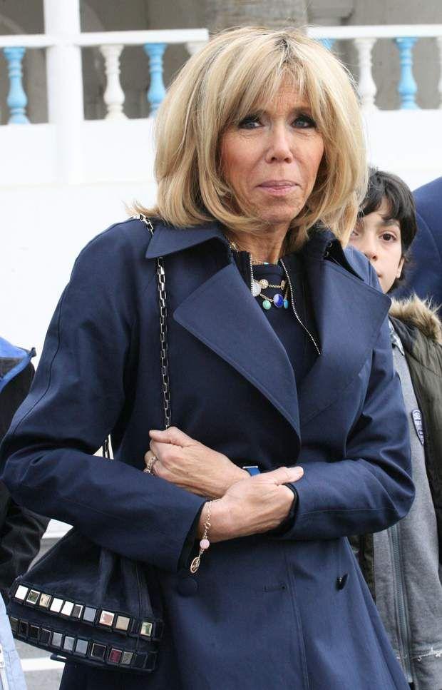 Brigitte Macron, dans une robe Azzedine Alaïa en Tunisie, le 1er février