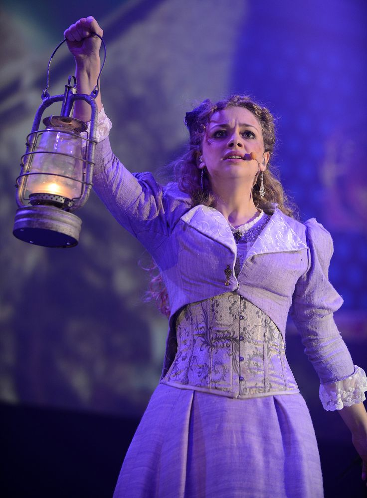 Carrie Hope Fletcher in War of the Worlds