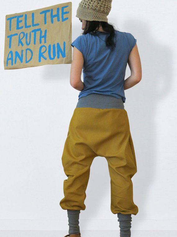 Jeans Haremshose curry, Baggy Hose, Sarouel, Jeans Pumphose,  Diese lässige Jeans Haremshose in curry mit moderatem Schritt macht alles mit und ist ein absoluter Trendsetter. Ich habe sie aus einem lweichen Jeansstoff mit Stretchanteil genäht. Dank der Jerseybündchen ist sie sehr flexibel. So kannst du durch die langen Beinbündchen ihre Länge variieren, sie in der Taille oder auf der Hüfte tragen. Ob im Alltag, im Job oder im Club machst du mit dieser Hose immer eine gute Figur. Create your…