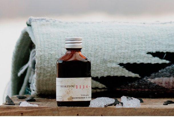 """森の中の香りって、なんだか心が静まりますよね。ポートランド出身のファウンダーが手がける「JUNIPER RIDGE(ジュニパー・リッジ)」は、自然の香りを再現したハンドメイドの香水ブランドです。自らビッグ・サーやトッパンガ・キャニオンといった大自然の名所に足を運んで、野生のハーブや木、花を摘んできます。たとえばビッグ・サーの植物で作られた""""NO. 2104-5""""のニオイのプロフィールを見てみるまし..."""