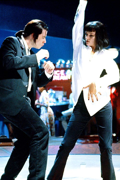 "John Travolta y Uma Thurman en ""Pulp Fiction"" bailando al ritmo de la canción: ""you never can tell""."