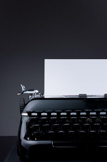 writer's block: Old Schools, Black And White, Black Beauty, Black White, Black Typewriters, Things, Products Design, Oldschool Typewriters, Black