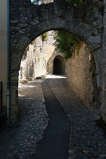 Vaison-la-Romaine, narrow pathways and Roman archway in the medieval quarter.  Wikipedia.