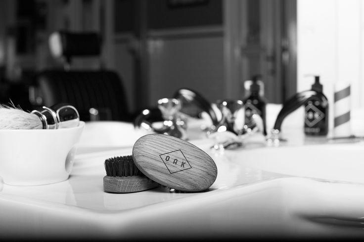 OAK Beard Brush; Bartbürste mit starken Borsten. Formt den Bart. Massiert die Haut.