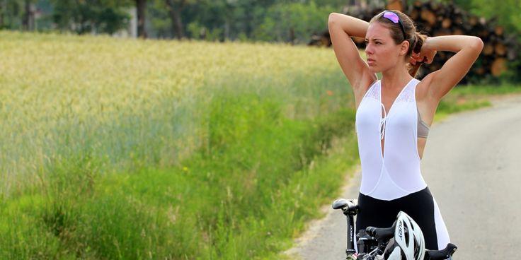 Pantalone ciclismo donna con bretelle super comfort, colore bianco antracite. Prodotto in edizione limitata di 200 pezzi, made in Italy. shop at https://onbike.nl