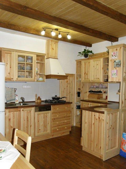 Masivní celodřevěná kuchyně v rodinném domě