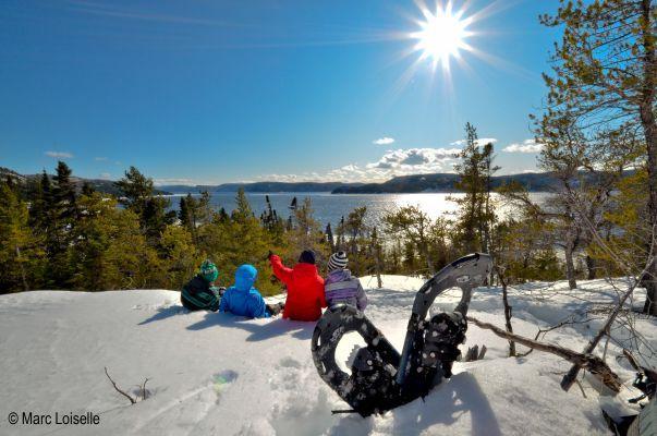 Attache ta tuque et balade-toi en raquette dans les sentiers du Fjord-du-Saguenay - paysages à couper le souffle sur le fjord du Saguenay