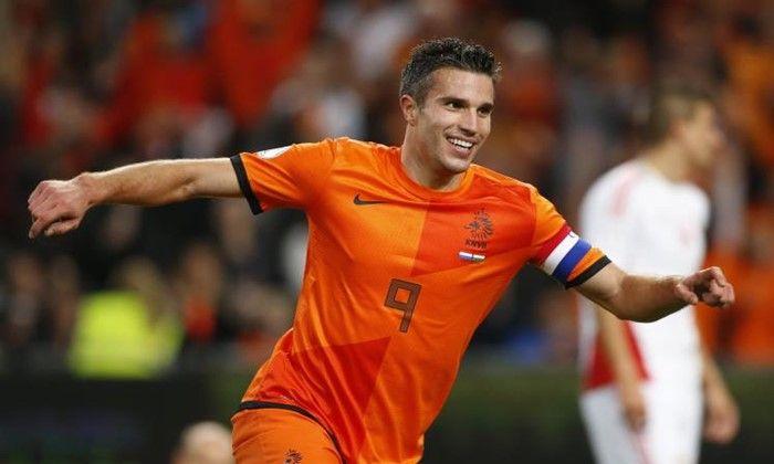O São Paulo que viu o nome do holandês Van Persie ganhar força nos bastidores do clube e estaria em busca de viabilizar a contratação.