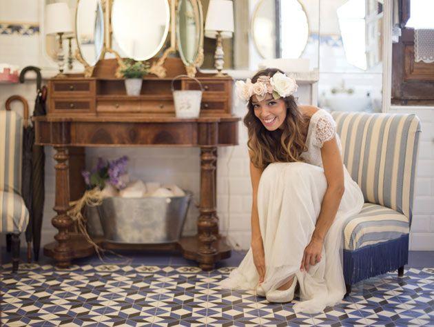 Débora, la novia, terminando de prepararse para su gran día.Historias con Argyor, la boda real de Débora y Jose Miguel
