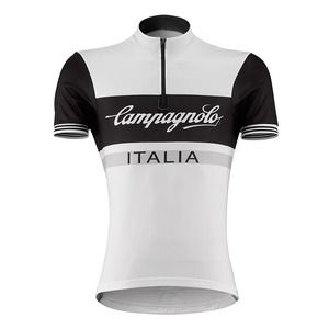 Slide the Campagnolo Sportswear Heritage Half-Zip Logo Cycling Jersey over your head for some classic style. This jersey shows that classic is classy, but features modern fabrics to keep you dry and stink-free, even on your long randonnee trips.