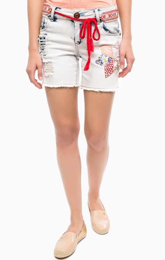 Рваные джинсовые шорты с поясом 74D2JB5/5179 четыре кармана, шорты застегиваются на молнию и болт, фиксируются на талии поясом, длина для размера 26 (42) - 34 см, купить в интернет-магазине. Цена: 5243