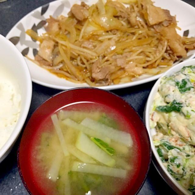 ポテトがなっからお腹の中で膨らむらしいww 超満腹! - 5件のもぐもぐ - かき菜ポテトサラダ(鰹節ネギ入り)、大根大根葉味噌汁、白米、豚もやし玉ねぎ炒め by ms903