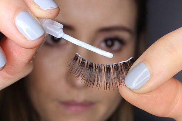 trimming the lashes to size. | Applying false eyelashes ...