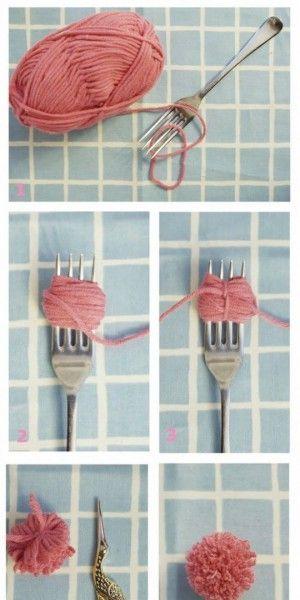 Leuke kleine pompoentjes. Pak een vork, wol, en wind deze om de vork, Touwtje…