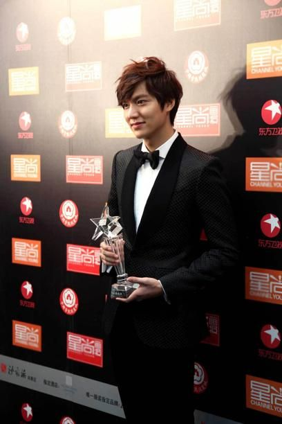 """'2013 Baidu The Hottest Awards' in China. the only foreign actor at the awards ceremony that is organized by China's biggest search engine, Baidu.com """"Lee Min Ho has a huge following based on our website search engine history and a stable fan base. His popularity is really sky high in China, and he is the most sought after celebrity for events in China, including local and foreign celebrities"""