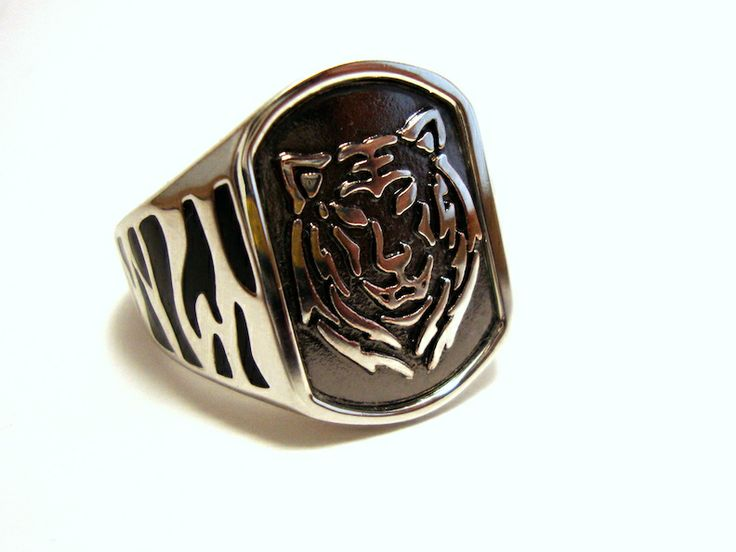 Black Silver Lion Ring @ http://thesilveroom.com/index.php/new-arrivals/silver-black-lion-ring.html