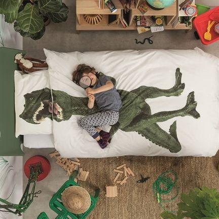 Slaap tussen de kaken van een Dinosaurus Rex met dit stoere dekbedovertrek van SNURK met mooie fotoprint van een dino! Ideaal voor in een dinokamer.- #Nieuw #Collectie #SNURK #Beddengoed