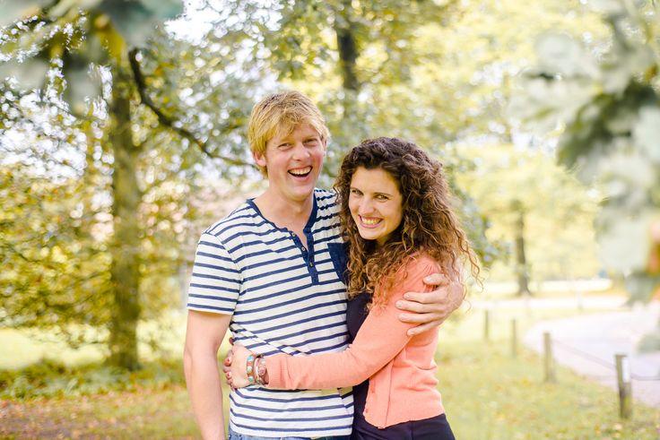 Ik heb zelden zúlke vrolijke, stralende mensen ontmoet. Evelien en Robin zijn echt ontzettend leuk. Komt dat even goed uit tijdens hun herfst fotoshoot!