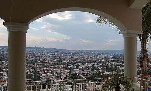 CASA EN VENTA QUERETARO BALCONES DEL ACUEDUCTO  Espectacular y ubicadísma residencia en la ciudad de Querétaro en fraccionamiento cerrado con ...  http://queretaro-city.evisos.com.mx/casa-en-venta-queretaro-balcones-del-acueducto-id-558624