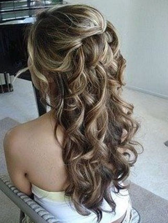 We love natural looking hair for weddings, obviously a little blow dried! #weddinghair #brides #slinks #weddingsabroad