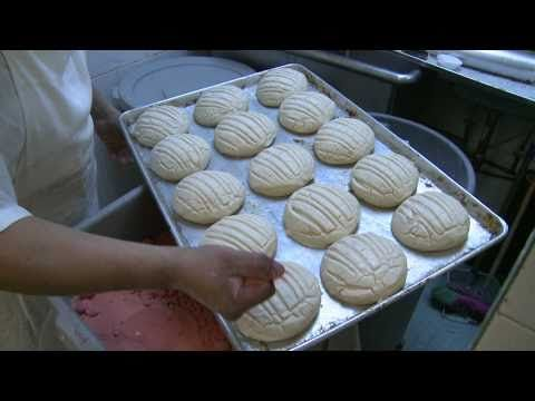 Mexican Sweet Bread (Pan Dulce/Conchas) | Mama's Potluck Collab #2 {Desserts} - Laura Marra - YouTube
