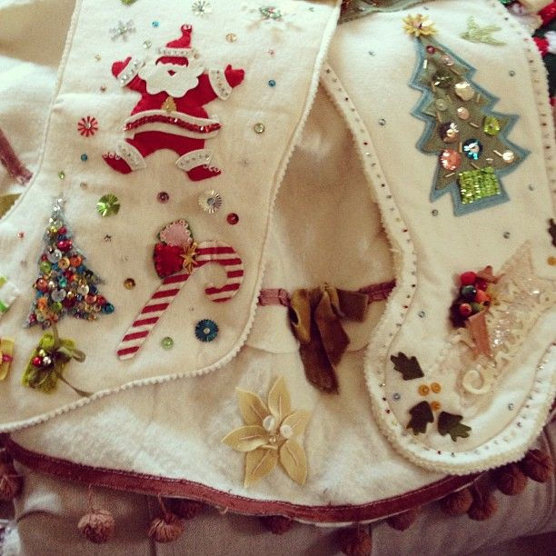 More handmade holiday felt love- stockings and tree skirt. I forgot how much I ❤, how is that possible?