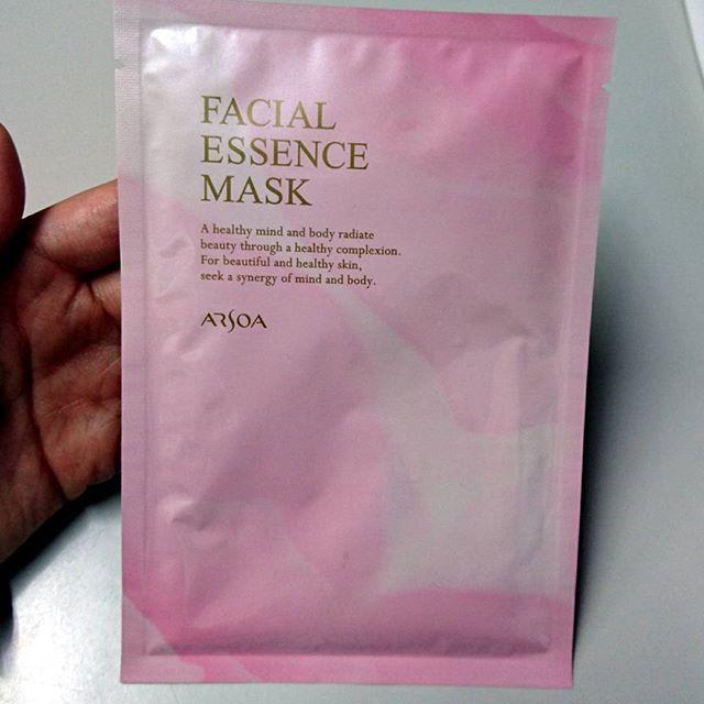 2016/11/21 14:31:32 berusaiyu_cosme 美容液1本分の潤い感を、シートマスクで実感してください✨ 【フェイシャルエッセンスマスク 30ml×1枚】保湿シートマスク . フルフェイスタイプの保湿シートマスク。伸縮性のあるマスクが肌にピッタリと密着し、顔全体をしっかり包み込みます。 すみずみまで潤いをしっかり届け、弾力とハリのある肌へと導きます! #アルソア #フェイシャルエッセンスマスク #フェイシャルマスク #シートマスク #保湿シートマスク #美容液 #保湿 #スキンケア #肌 #美容 帯広市内 #美容