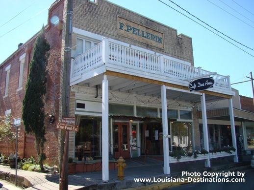 Cafe des Amis, downtown, Breaux Bridge, Louisiana...Ah-mazing food! and White Chocolate bread pudding!!!