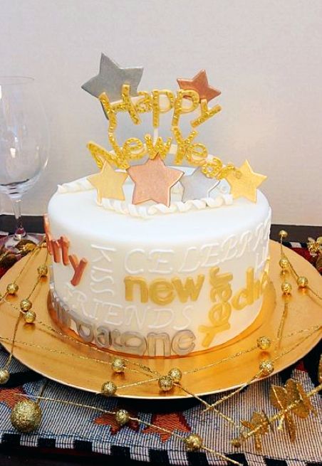 See how to Add a Little Star Power to your New Year's Eve Cake.