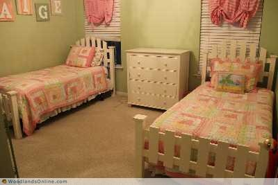 Picket Fence Twin Beds Maple S Room Girls Bedroom